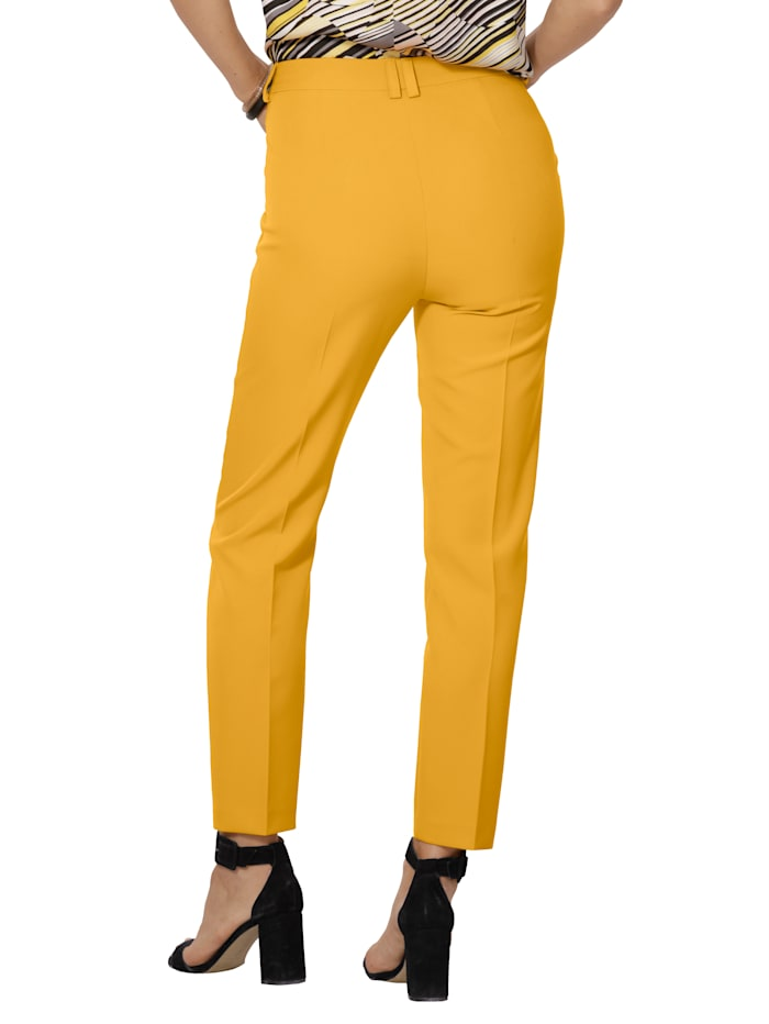 Trousers made from a two-way stretch fabric