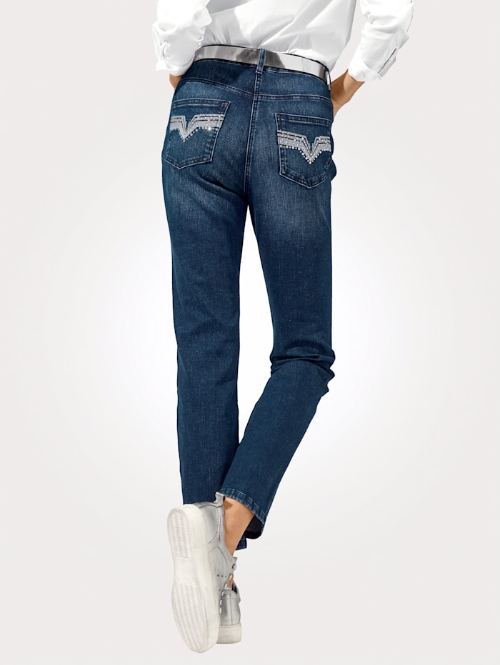 Jeans mit dekorativer Stickerei