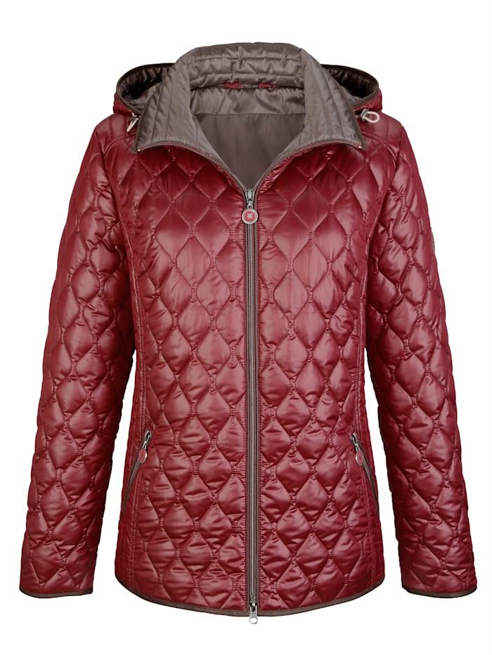 Gewatteerde jas met lengtestiksels opzij