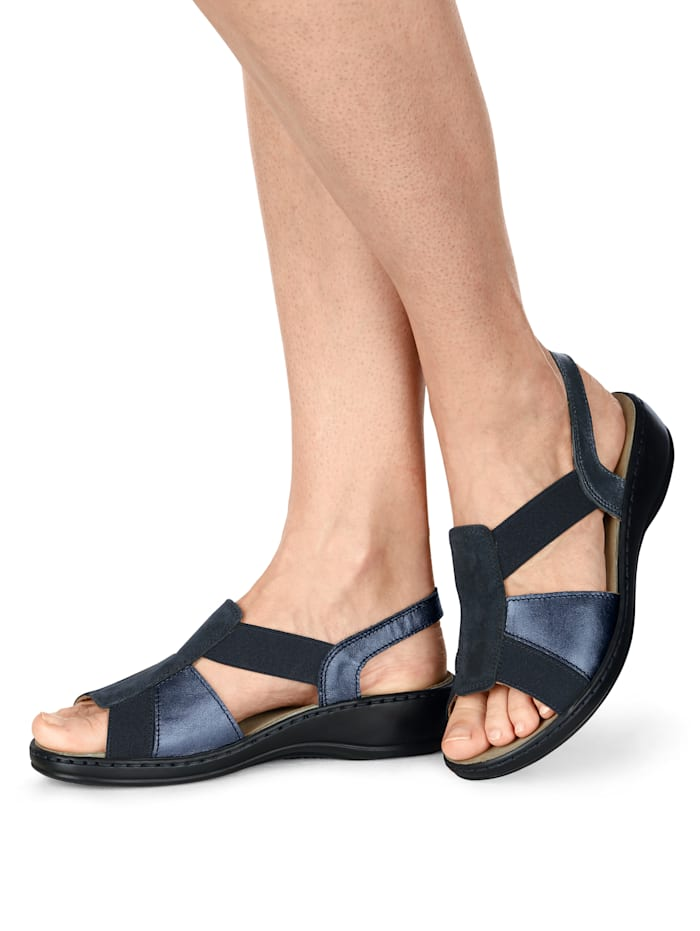 Sandals in a lightweight finish