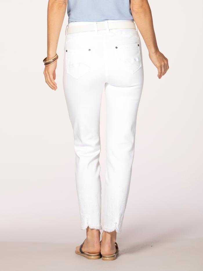 Jeans med moteriktige frynser