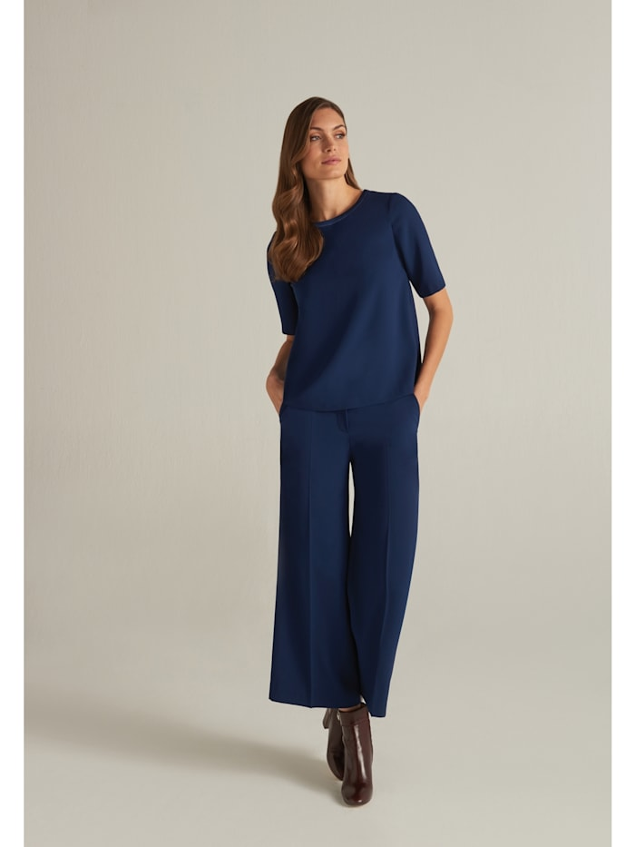 Moderne Bluse mit kurzen Ärmeln