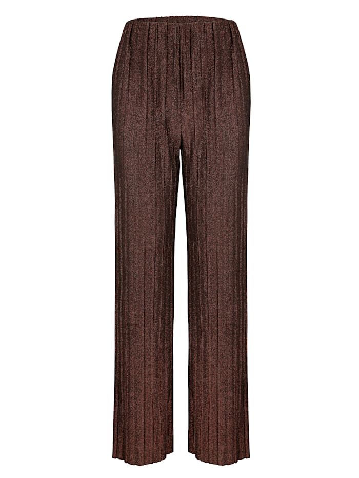 Trousers in a pleated fabric