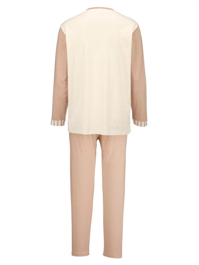 Schlafanzug aus farbig gewachsener Baumwolle