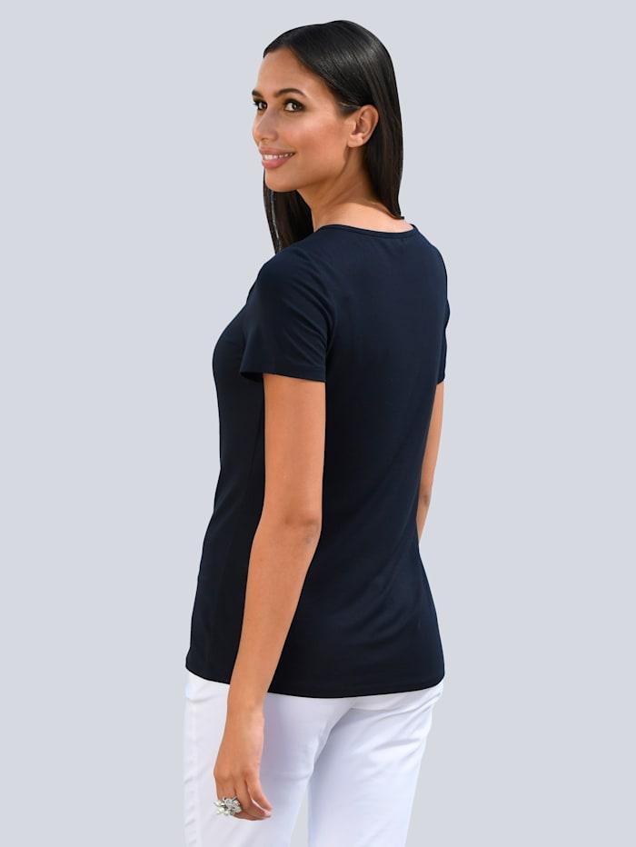 Tričko s moderním výstřihem
