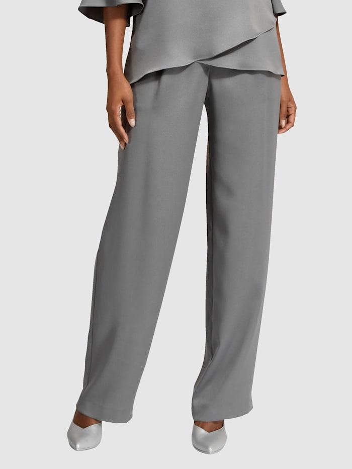 Väljälahkeiset housut