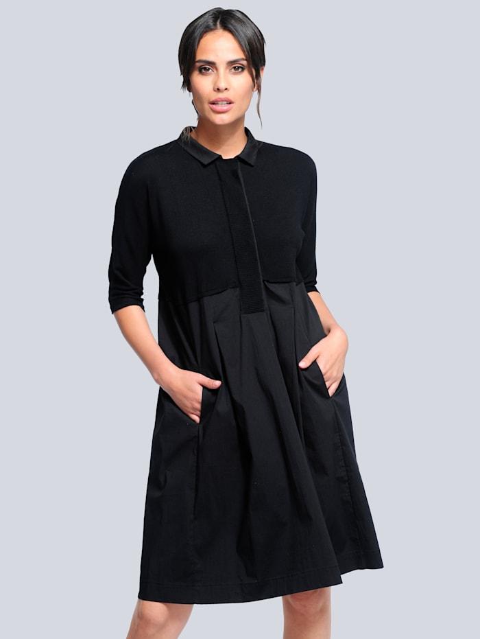 Alba Moda Stickad klänning i trendig materialmix, Svart