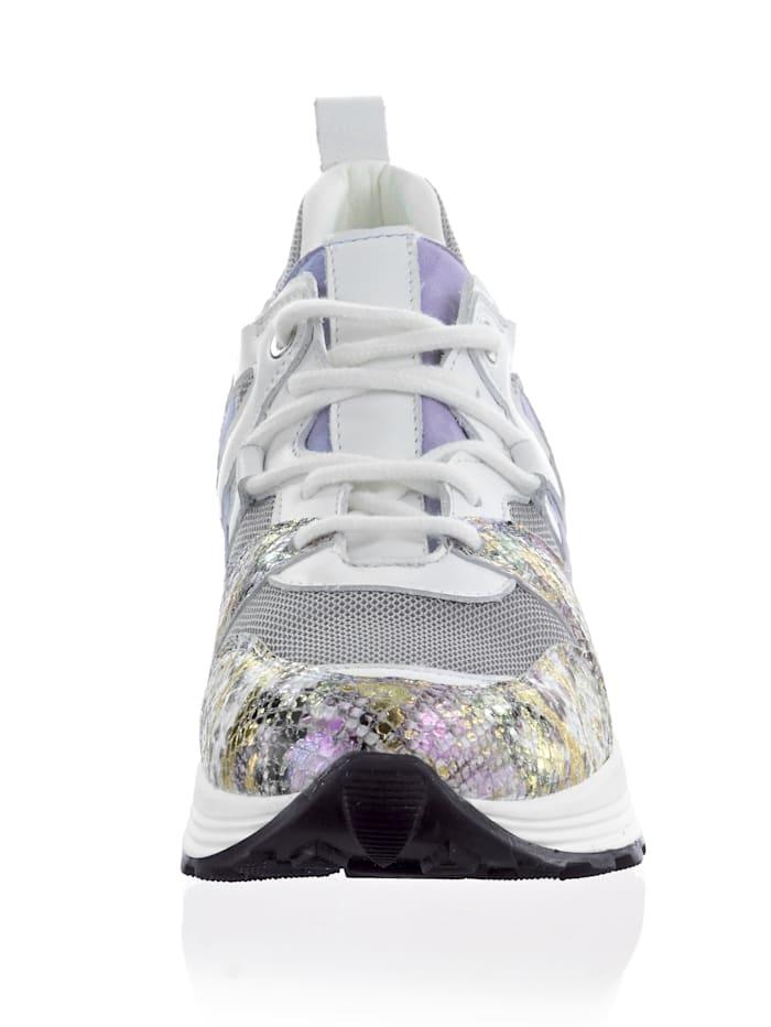 Sneaker in pastelligen Farben