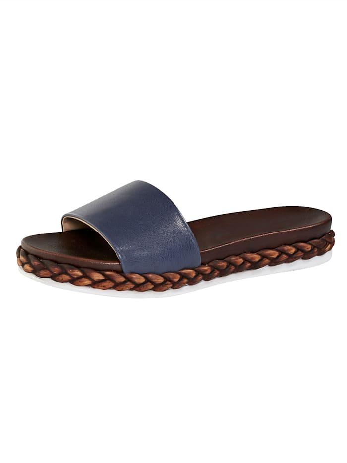 Sandaalit vuohennappaa, Laivastonsininen