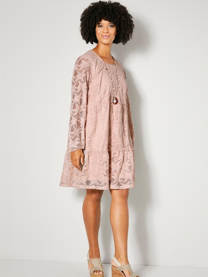 Čipkové šaty s volánmi