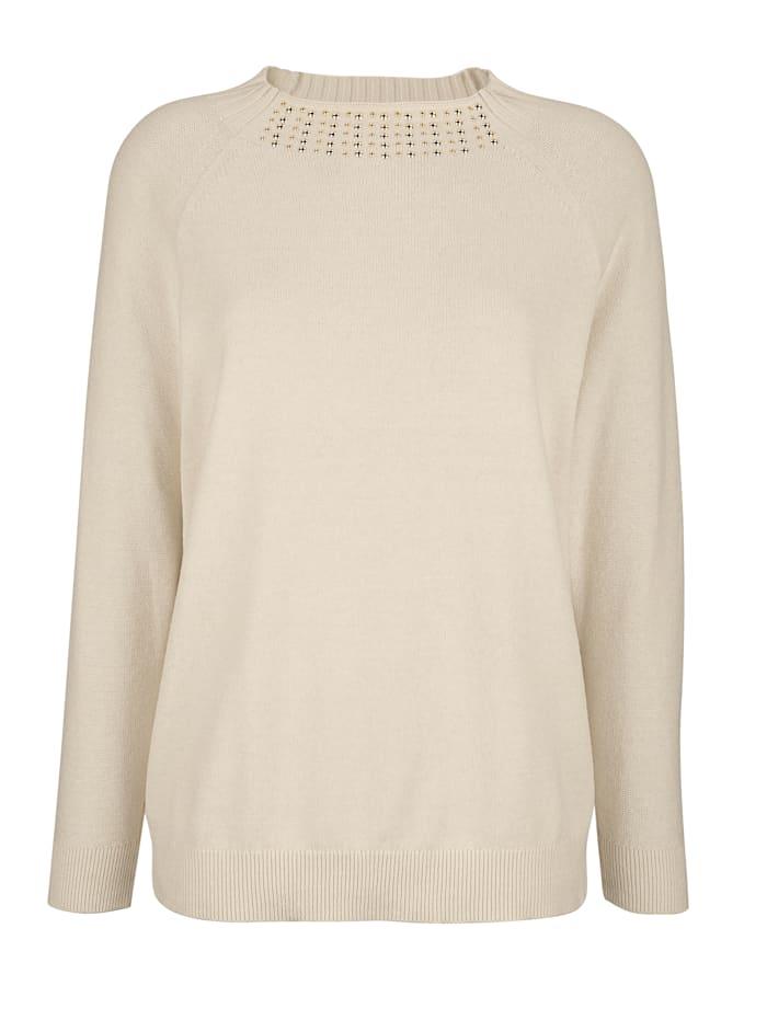Pullover mit golfarbenen Ziernieten