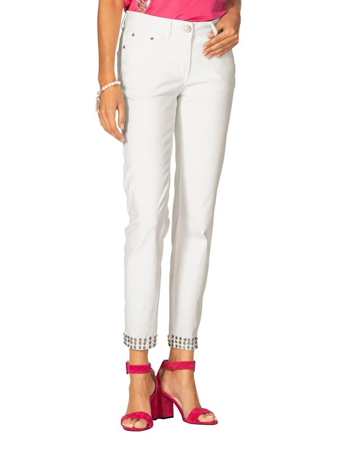Jeans mit Strasssteinen