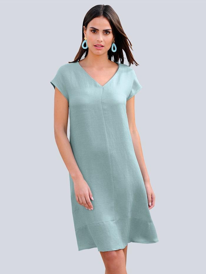 Kleid in sommerlicher Farbstellung