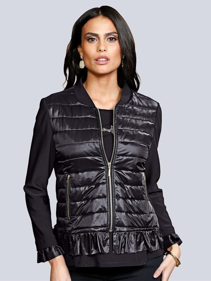 Gewatteerde jas van een materialenmix