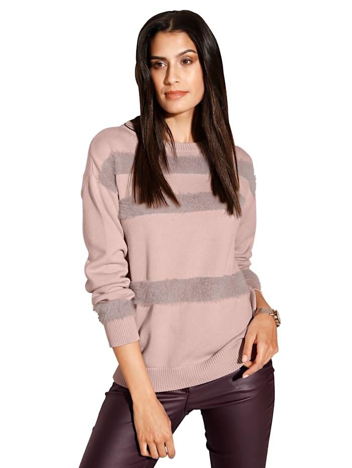 Pullover mit eingestrickten Streifen aus flauschigem Material