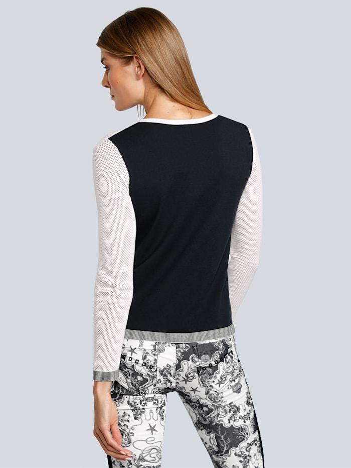 Pullover aus unterschiedlichen Materialien