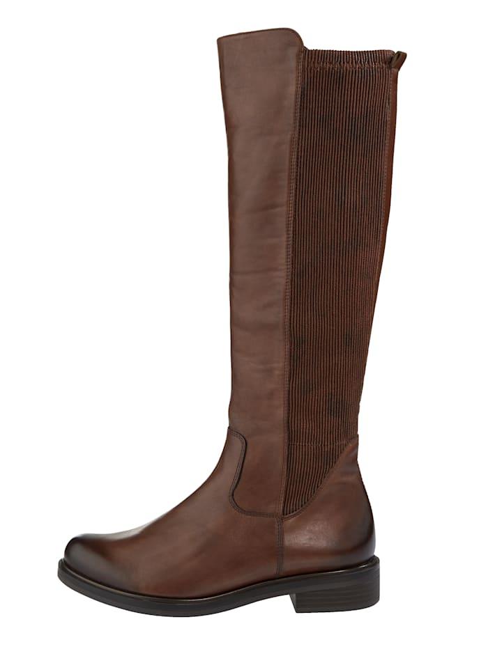 Stiefel mit großzügigem Elasteinsatz im hinteren Schaftbereich