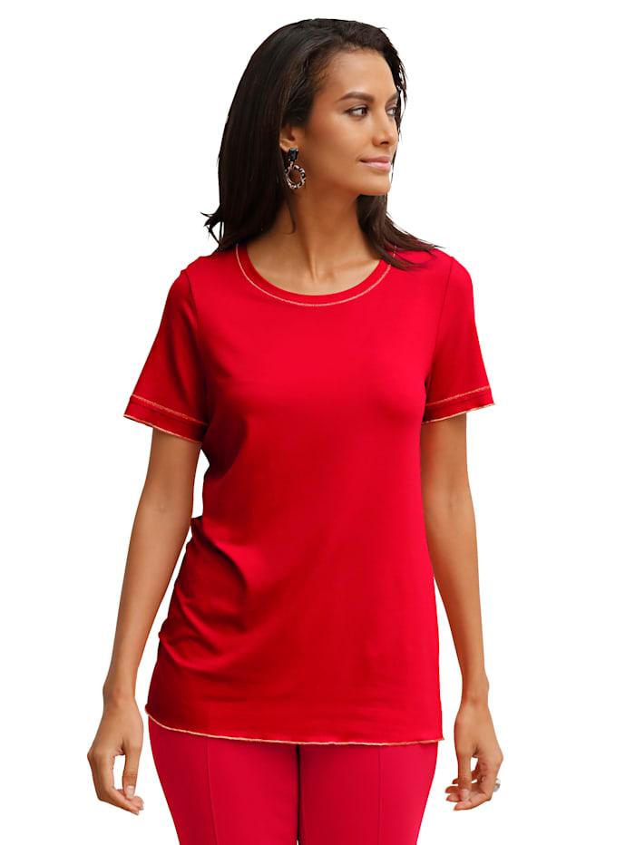Shirt mit Zierstepperei am Ausschnitt