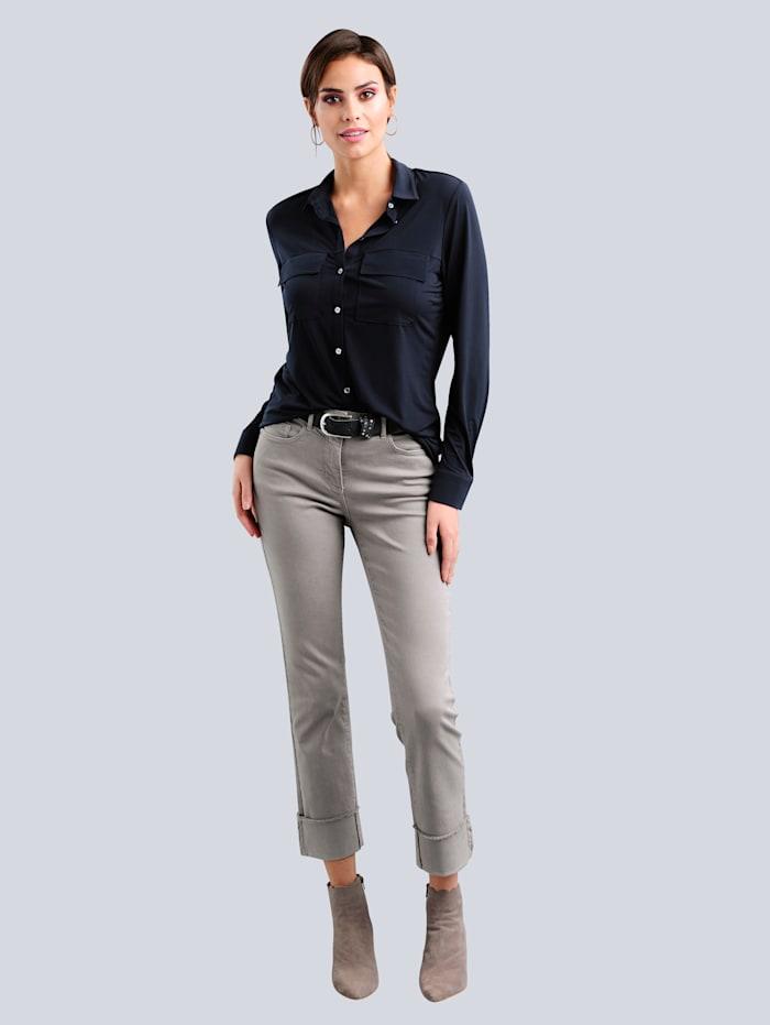 Jeans mit modisch abgesteppter Fransenkante am Saumaufschlag