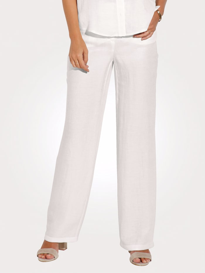 Trousers made from a linen blend
