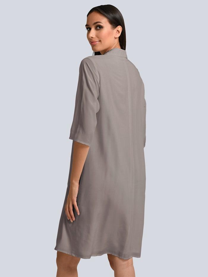 Kleid mit femininem Volant vorne