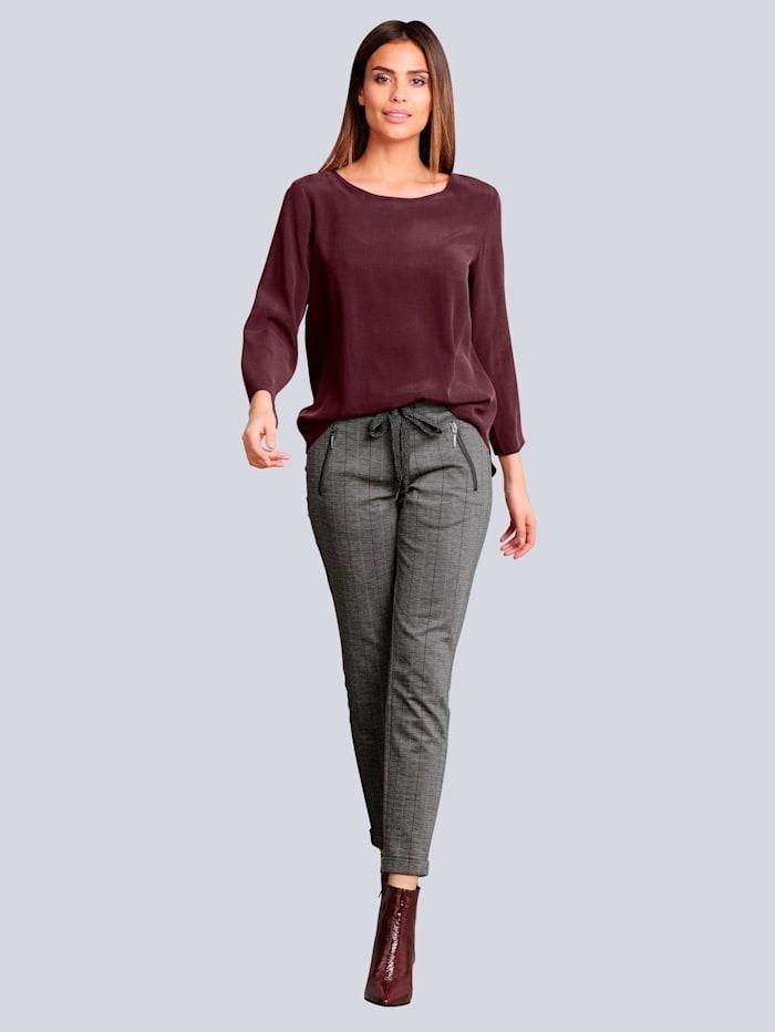 Kalhoty s jemnými proužky v kontrastní barvě
