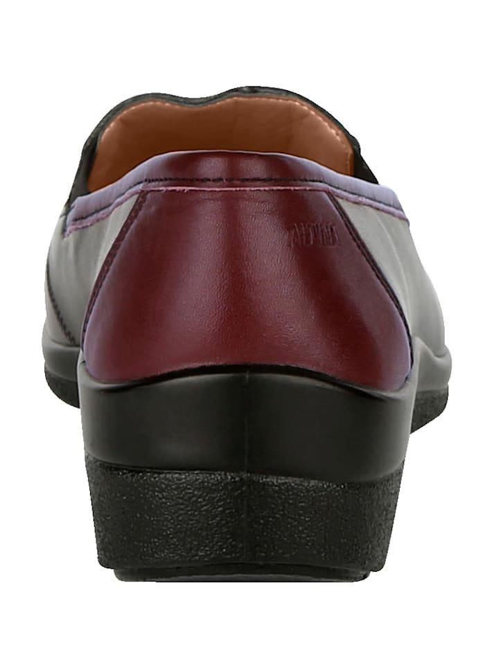 Slip-on shoes harmonious colour combination