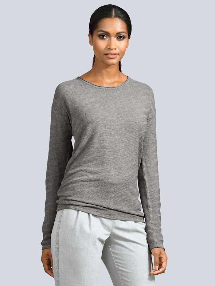 Pullover in besonderer Strickart