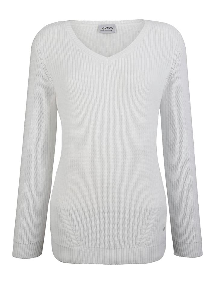 Pullover mit Zopfmuster im Vorderteil