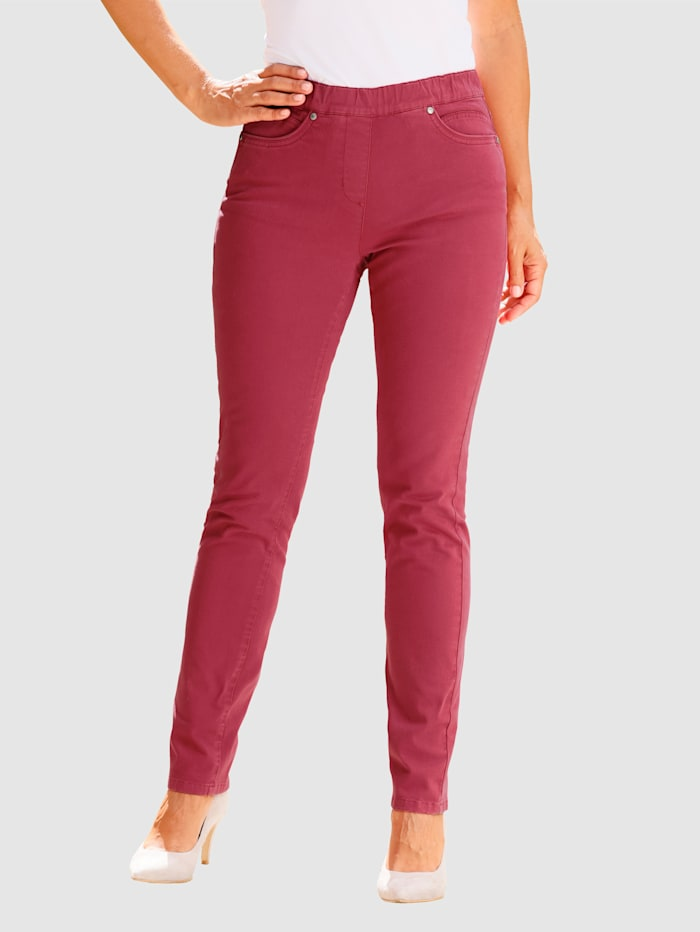 Broek in Lotta Slim model