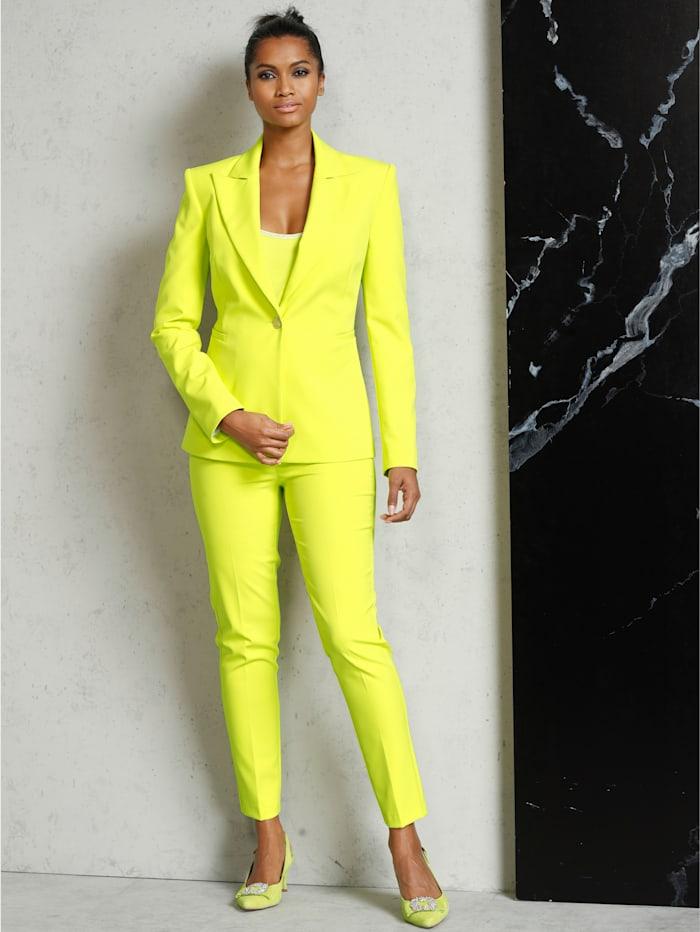 Hose in frischer, sommerlicher Farbe