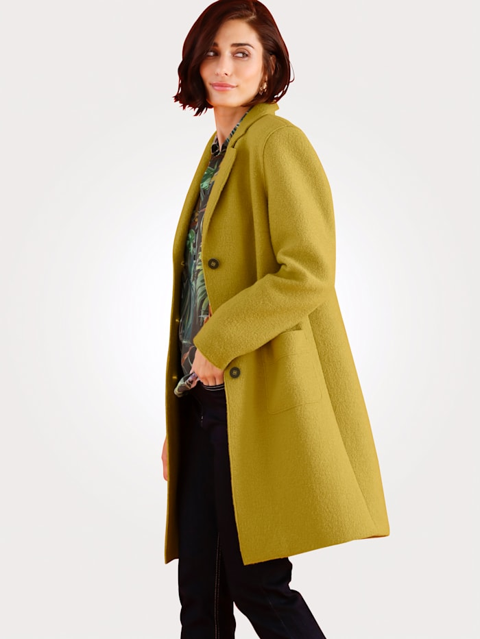 Short coat made from pure wool