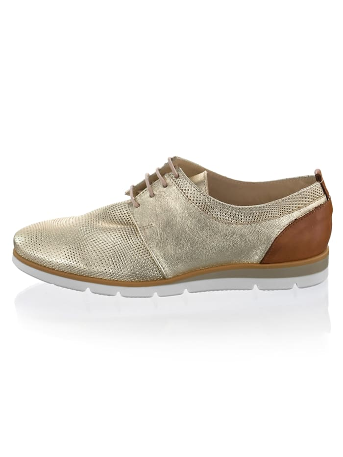 Šnurovacia obuv s malým klinovým podpätkom