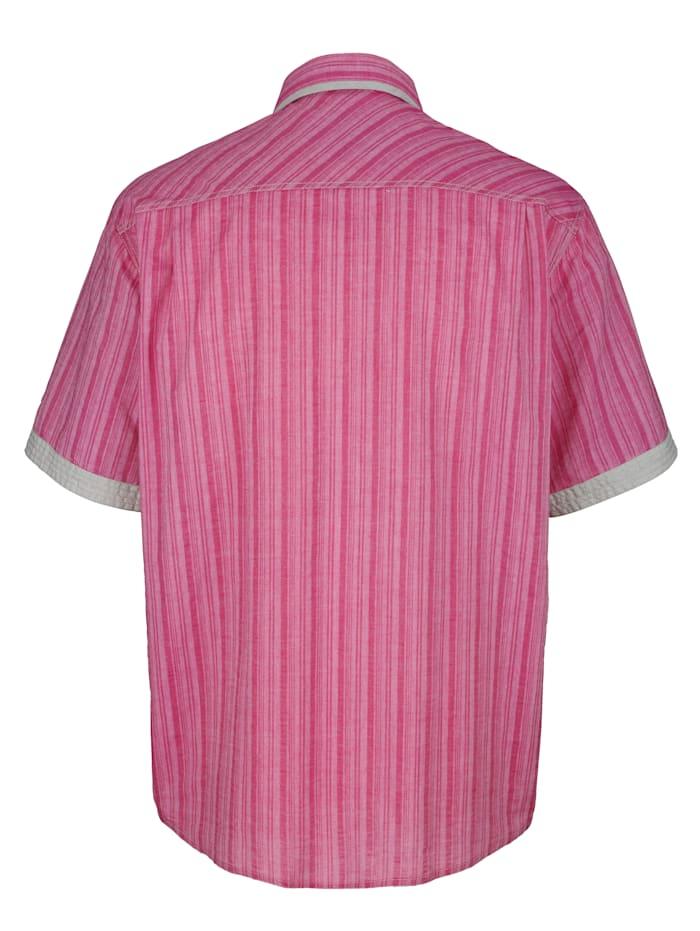 Skjorta i somrigt, lätt material