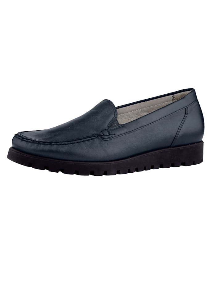 Slip-ons with fashionable moccasin seam
