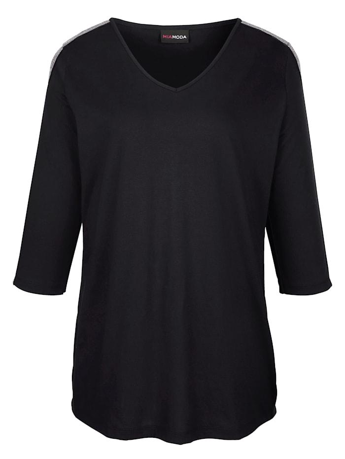 Shirt mit Glitzerband entlang der Ärmel und Schultern