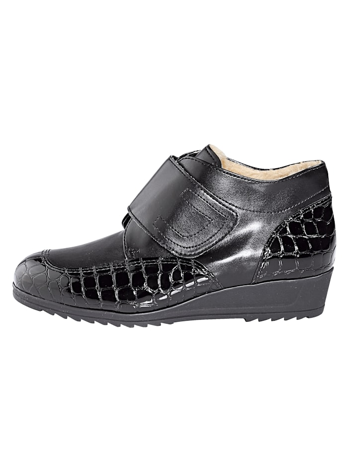 Velcro Ankle boots with a fuss-free wide Velcro fastening