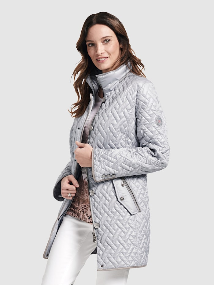 Long length jacket with flat quilting
