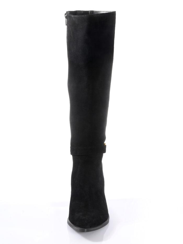 Stiefel seitlich mit dekorativer Spange