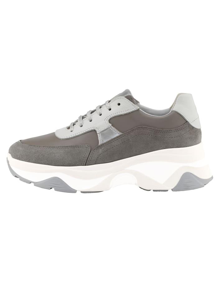 Sneakers med kontrastfarget såle