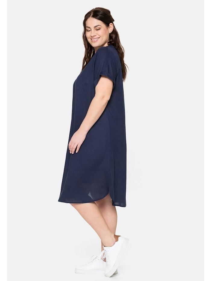 Kleid mit V-Ausschnitt und Lochstickerei
