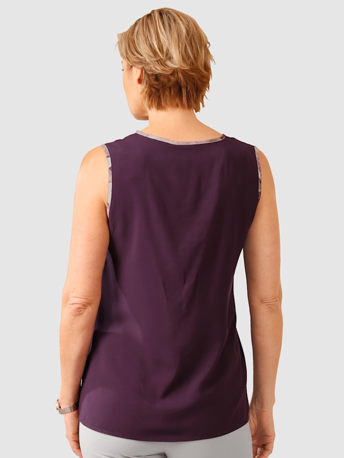 Top Softly flowing fabric for a flattering fit