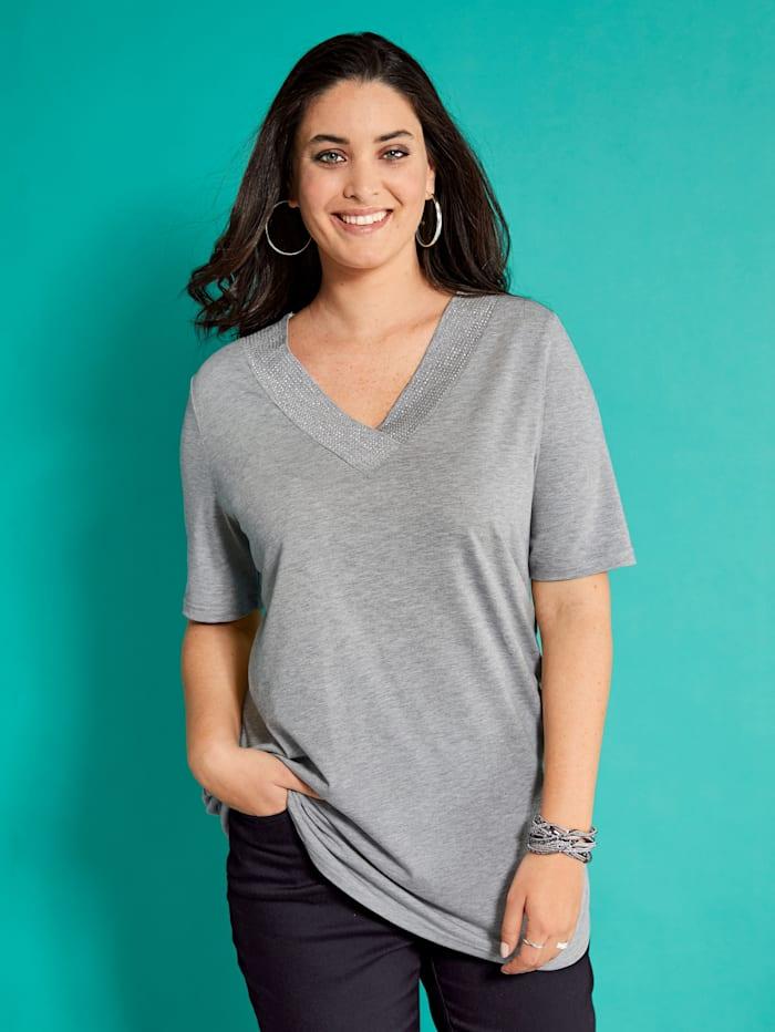 Shirt mit feinen Nieten am Ausschnitt