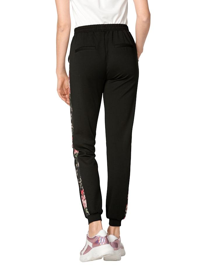 Nohavice s galonovými pásmi