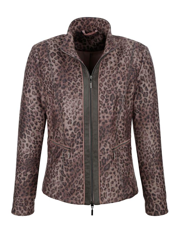 Blazer with a chic leopard print