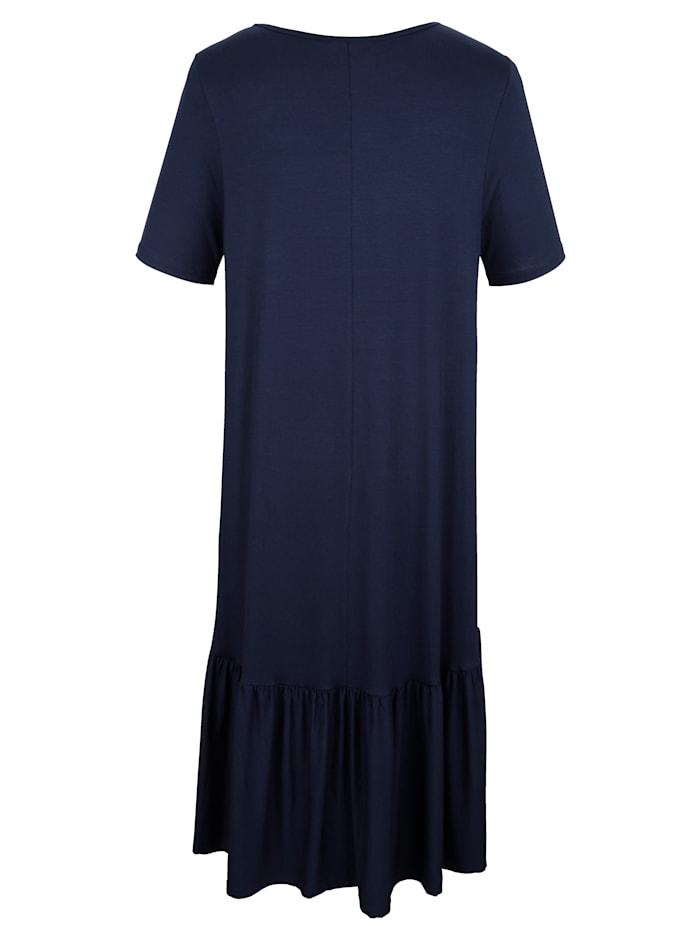 Šaty s riasením na ukončení
