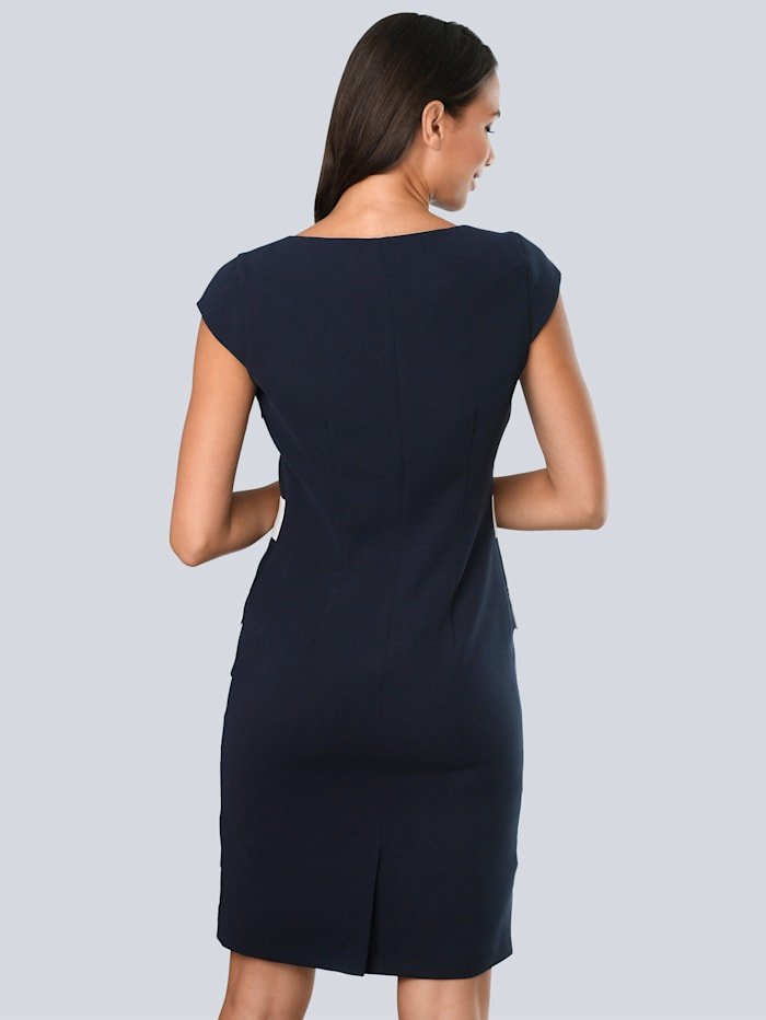 Kleid mit kontrastfarbenen Blenden im Vorderteil