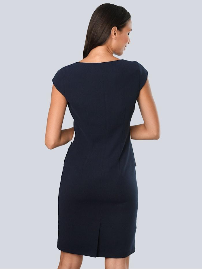 Šaty s kontrastním lemováním na předním díle