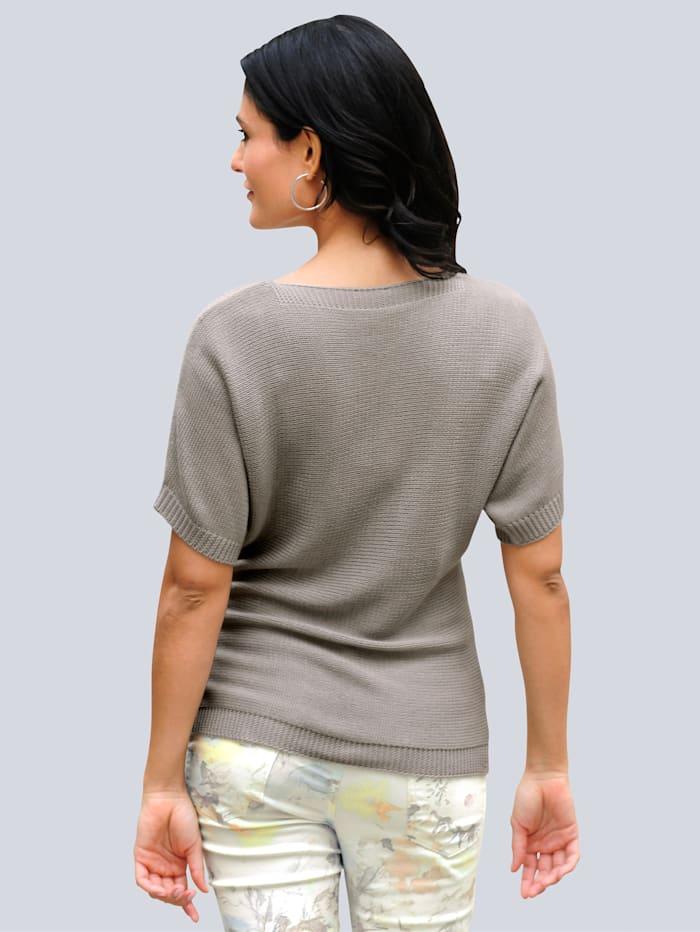 Pullover aus angesagtem Bändchengarn