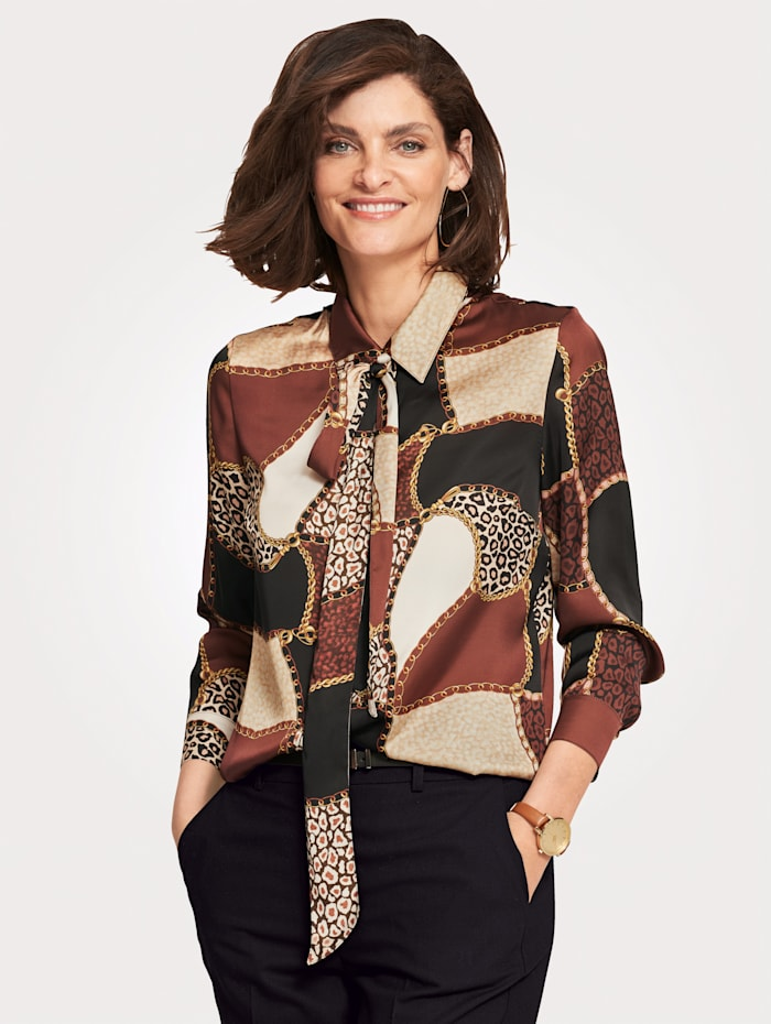 Blouse With a detachable pussybow